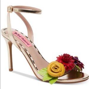 Betsy Johnson Fluer Sandals